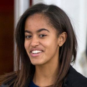 27nov2013---malia-obama-filha-mais-velha-do-presidente-americano-barack-obama-1402954618485_300x300
